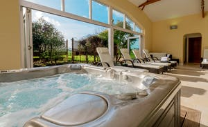 Herons Bank - Holiday House For 14 With Pool and Hot Tub