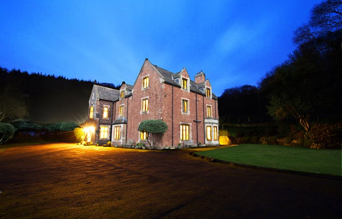 Big house sleeping 18 in 9 en suite bedrooms with hot tub and games room set at the foot of the Quantock Hills