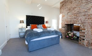 Pitmaston House - Exposed brickwork in Bedroom 3 gives character to this spacious room on the first floor
