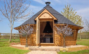 Fuzzy Orchard - A wonderful Nordic style BBQ lodge with room for all - happy cosy gatherings!