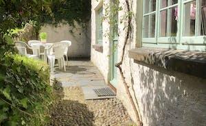Old Hundredth Cottage to Garden