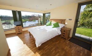 The Benches - Bedroom 6 in the River View Annexe: Huge windows give you breath taking views of the River Wye and the viaduct