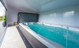 Frog Street: A 5m indoor swim spa is all yours during your stay