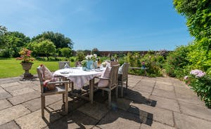 Asham House - Family holidays are all about long lazy lunches outdoors