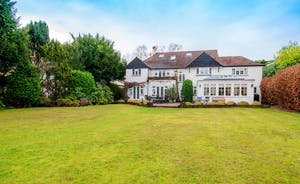 Garden Court - Holiday house for 14 near London
