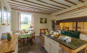 Pound Farm - A very sociable Farmhouse Kitchen