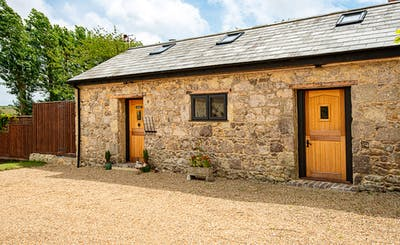 Short Breaks at Kingates Farm - The Stables