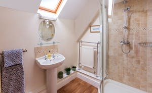Frog Street : The Willow Room has an en suite shower room
