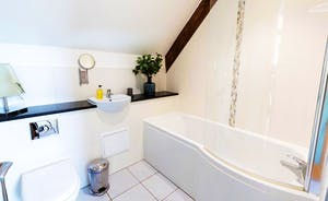 Whinchat Barns - Wagtail Corner: All the bathrooms at Stonehayes Farm are crisp, fresh and modern