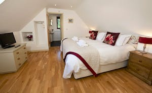 Flossy Brook -  Bedroom 2 is on the first floor and has an en suite bathroom