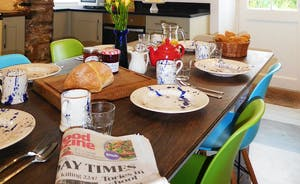 Berry House - Enjoy a leisurely breakfast in the homely kitchen