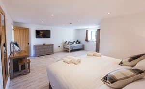 The Granary - Bedroom 6 can be a superking or a twin room, with the option of an extra single bed. It has a lovely en suite shower room