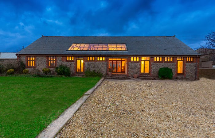Somerset holiday let sleeping 16 with hot tub, cinema and games room