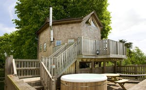The Treehouse in Somerset with private hot tub