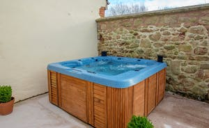 Dustings - Sit back and relax in the hot tub on the patio