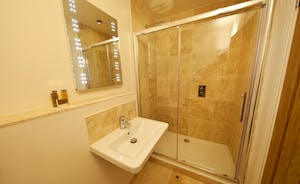Coat Barn - The en suite shower room for Bedroom 7 has a lovely big shower cubicle