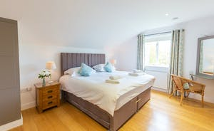 Ham Bottom - Bedroom 3 can be a super king or a twin and has an ensuite bathroom