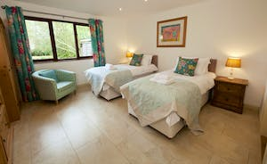 Flossy Brook - Bedroom 1 is a well co-ordinated room on the ground floor, with an en suite wet room