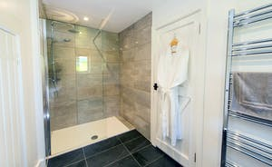 Pound Farm - Bedroom 8: A generously sized shower room as well!