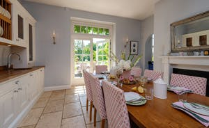 Asham House - A lovely light and airy feel in the dining area