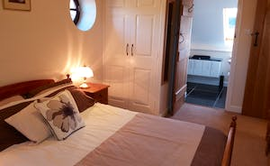 Bedroom 2 with kingsize double bed and ensuite. (Extra single futon too!) Built in cupboard