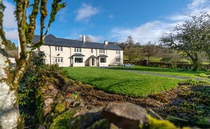 Pitsworthy: A traditional Somerset farmhouse that sleeps 12+1 in 6 bedrooms