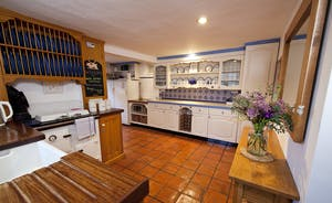 Halse Water House - A big country kitchen that's equipped with all mod cons