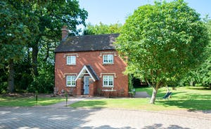 Severn Manor - In the grounds, Severn Manor Cottage provides separate accommodation for 4 more guests (extra charge)
