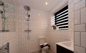 Pigertons - Bedroom 2 has an ensuite wet room