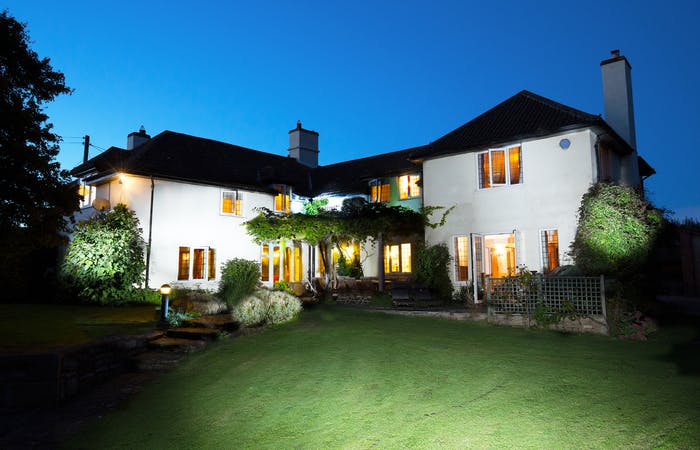Somerset Farmhouse sleeping 14 with hot tub, bbq lodge and games room