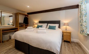 Kingshay Barton - Bedroom 9 (St Ryan) sleeps 2 and has an en suite shower room