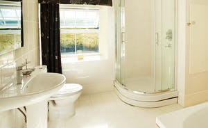 1st Floor Master Ensuite Bathroom
