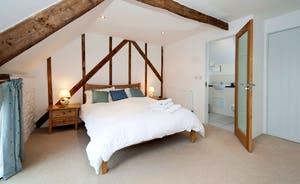 Wagtail Corner, Stonehayes Farm: Bedroom 1 has plenty of country charm