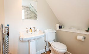 Rear Ensuite Bathroom