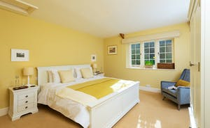Pitsworthy: Bedroom 3 sleeps 2 and has an en suite with a bath and separate shower