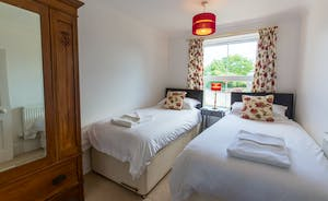 Culmbridge House - Bedroom 4: A stylishly pretty twin room