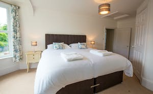 Culmbridge House - Bedroom 2: Zip and link beds, and room for an extra single