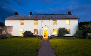 Pound Farm - This beautiful Somerset farmhouse sleeps 18 guests in 8 bedrooms