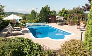 Foxhill Lodge - Spend lazy days by the pool