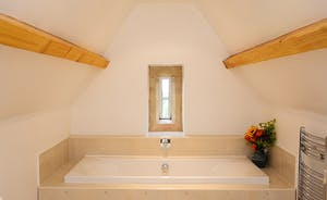 The Old Rectory - A delightful setting to take a bath - in the Elrington Suite