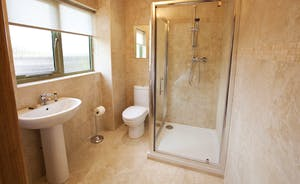 Crowcombe - The modern en suite shower room for Bedroom 1 on the ground floor