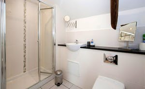 Pipits Retreat, Stonehayes Farm: The modern en suite shower room for Bedroom 1