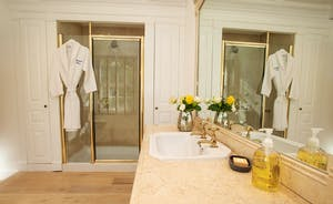 Sandfield House - Bedroom 1 has a luxurious en suite shower room