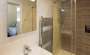 Bedroom 4 en suite with shower