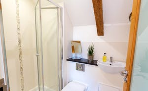 Pipits Retreat, Stonehayes Farm - Bedroom 1 has its own en suite shower room