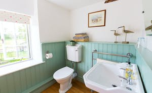 Frog Street: The bathroom for the Garden Room (Bedroom 3) has a traditional country feel