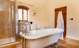 This really is a lovely bathroom - crisp and fresh - and so stylish!