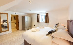 The Granary - Bedroom 5: An en suite shower room and your choice of  a superking or  twin beds