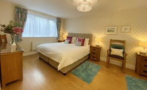 The Cottage Beyond: Spacious and homely - Bedroom 1 on the ground floor