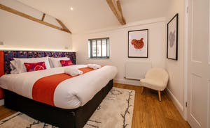 Pigertons - Bedroom 6: Sleeps two in a superking or twin beds